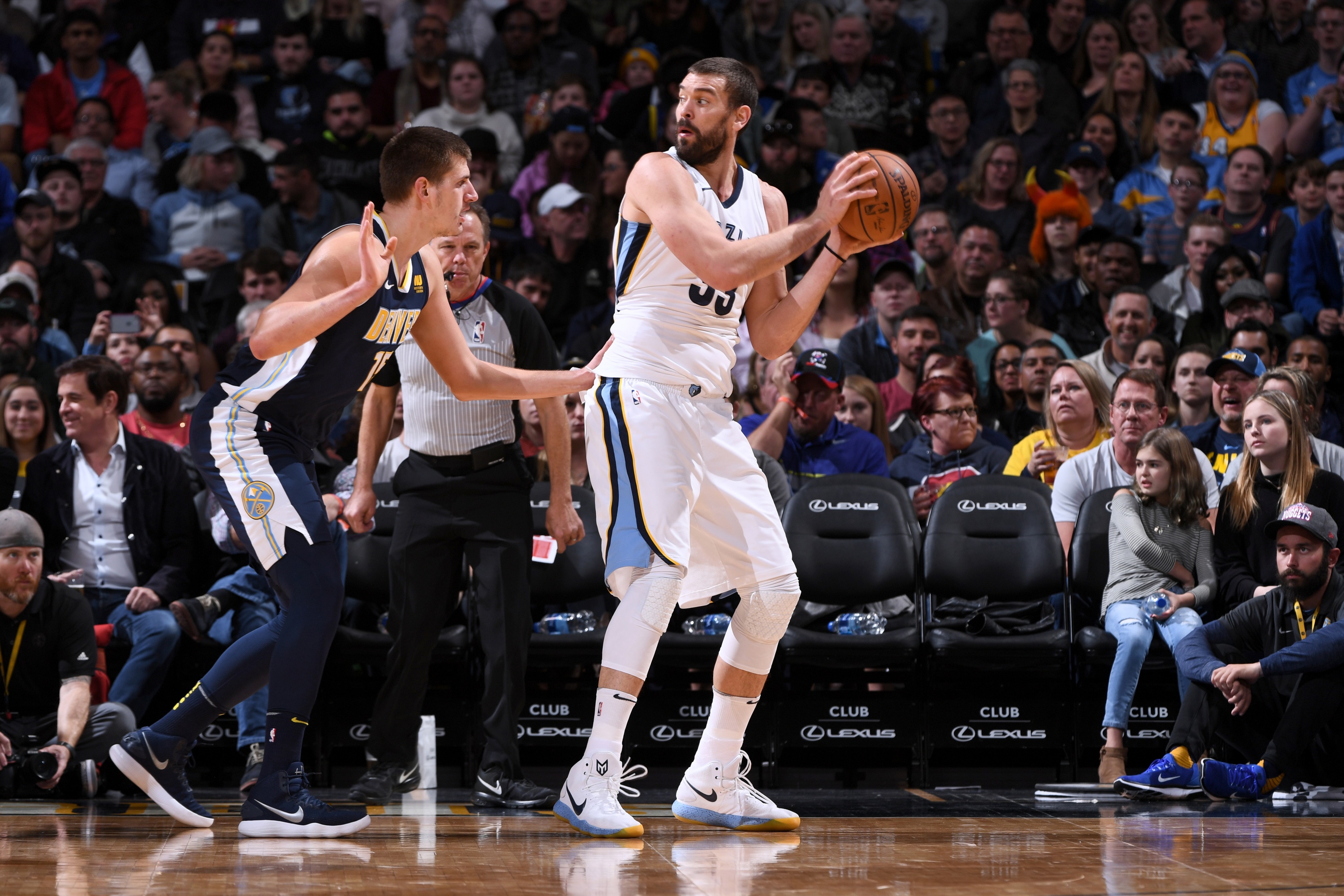 Spurs down Grizzlies in Memphis for fourth win in a row